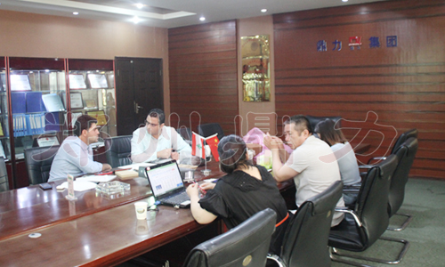 黎巴嫩椰壳碳化设备客户考察图